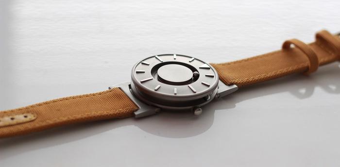นาฬิกาแบบสัมผัส