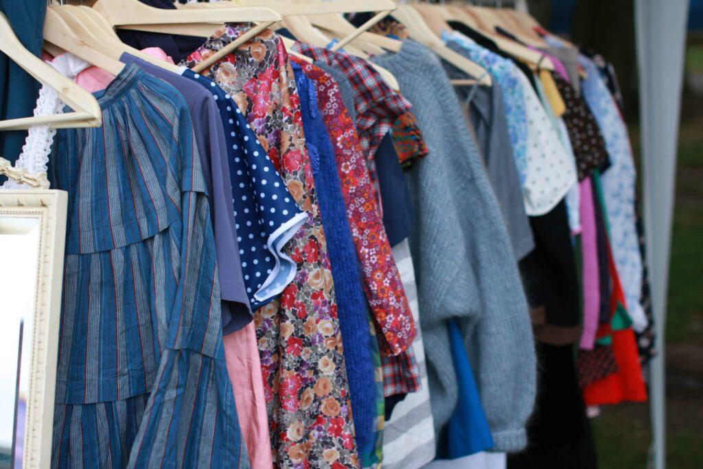 ตลาดเสื้อผ้ามือสอง