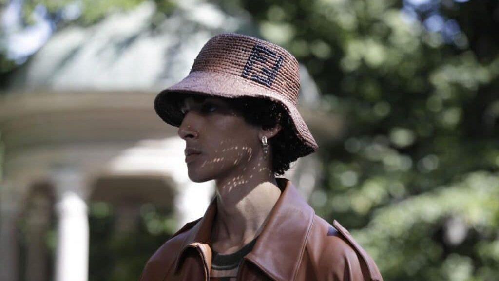 หมวกหน้ารูปทรงเพชร